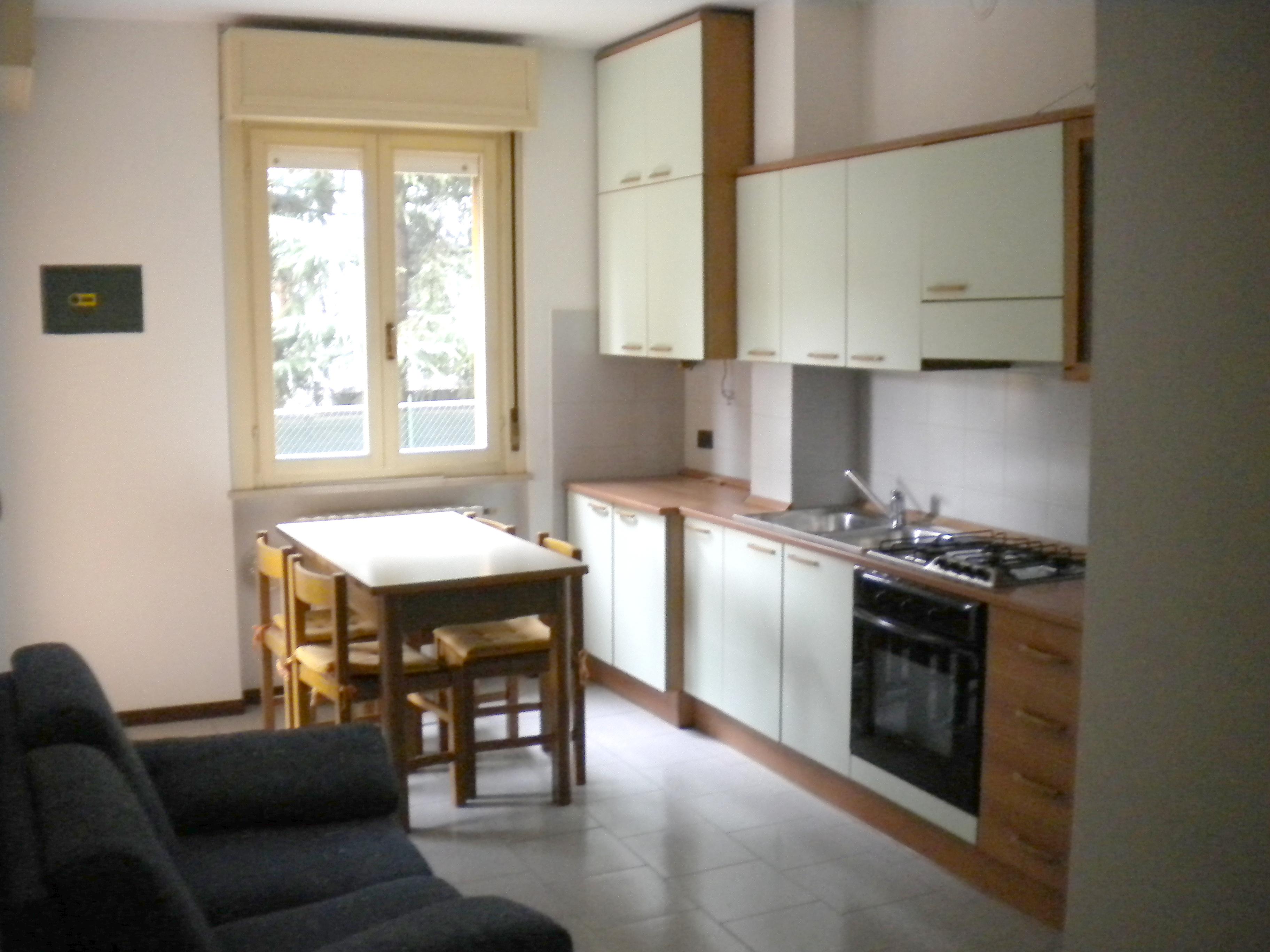 Crema immobiliare for Cucina soggiorno piccola